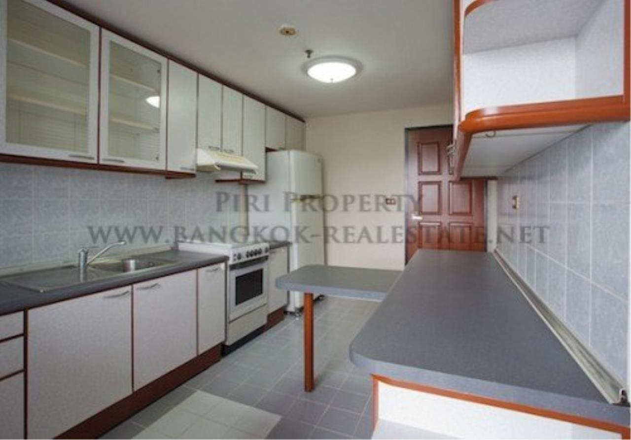 Piri Property Agency's Spacious Apartment in Phrom Phong - 2 Bedrooms with 160 SQM 5