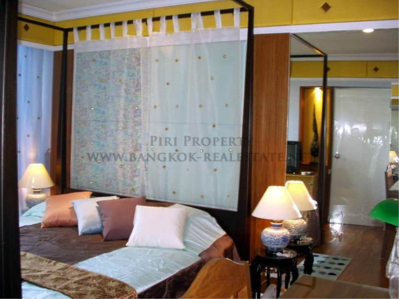 Piri Property Agency's Baan Siri Soi 10 - Nice and Spacious 1 Bedroom Condo near Asoke 7