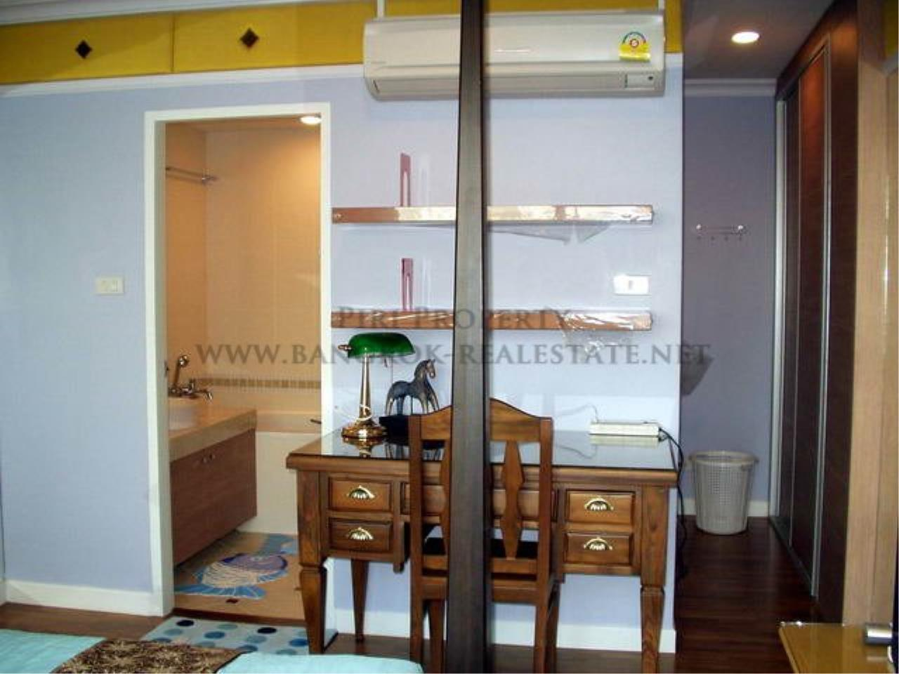 Piri Property Agency's Baan Siri Soi 10 - Nice and Spacious 1 Bedroom Condo near Asoke 8