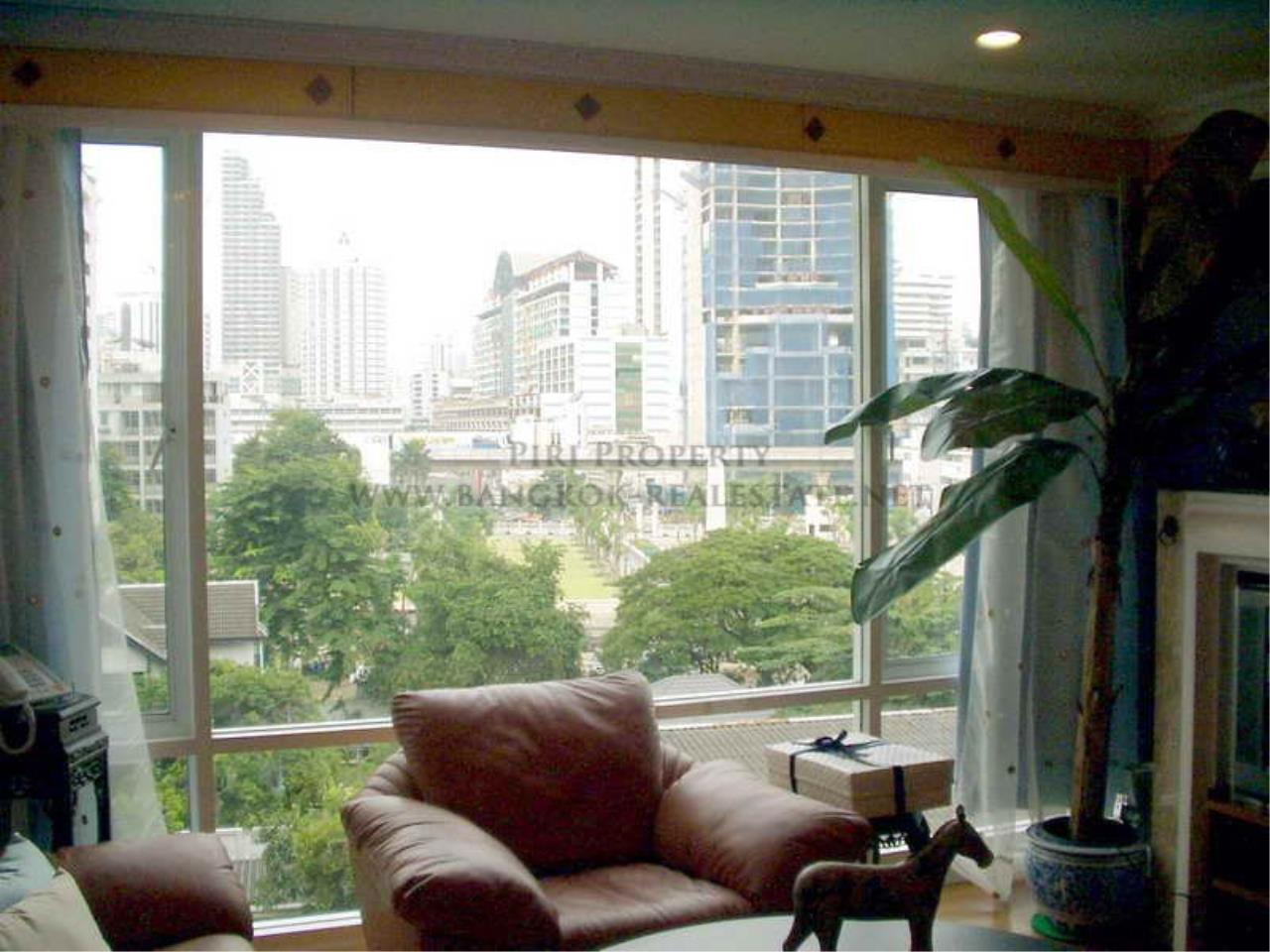 Piri Property Agency's Baan Siri Soi 10 - Nice and Spacious 1 Bedroom Condo near Asoke 1
