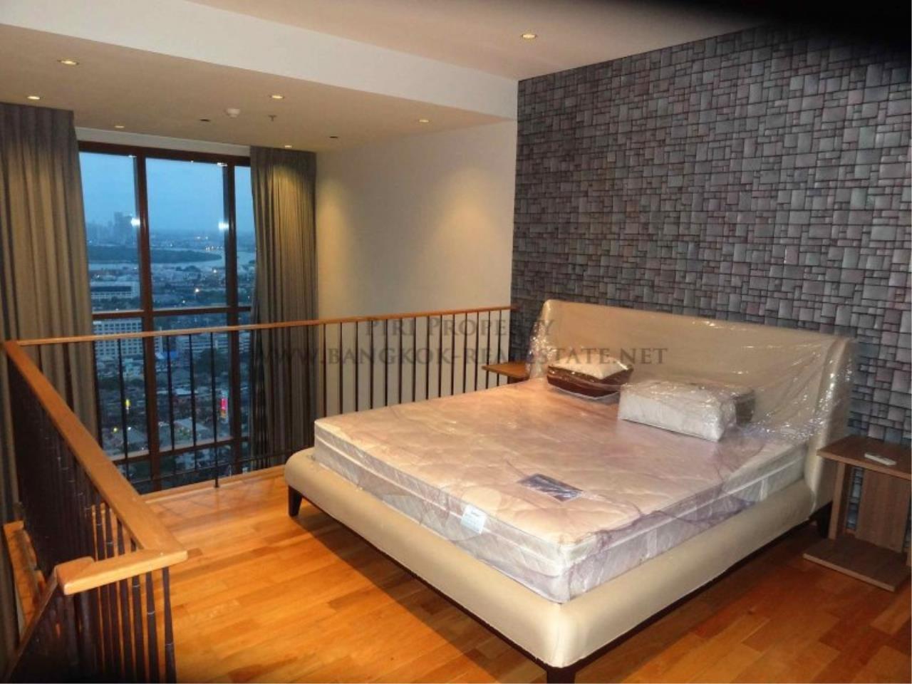 Piri Property Agency's Duplex Condo in the Emporio Place Condominium - Phrom Phong 13