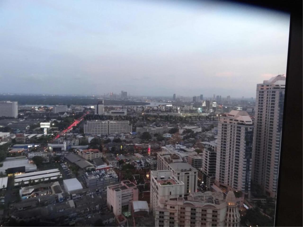 Piri Property Agency's Duplex Condo in the Emporio Place Condominium - Phrom Phong 10