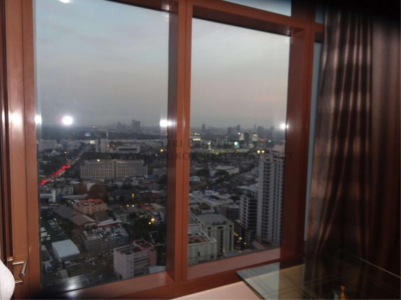 Piri Property Agency's Duplex Condo in the Emporio Place Condominium - Phrom Phong 2