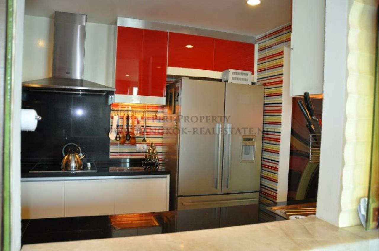Piri Property Agency's Excellent 3 Bedroom Condo with river views - Watermark Chaophraya for Sale 6