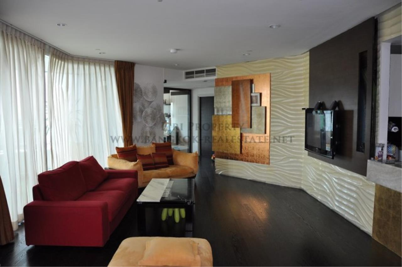 Piri Property Agency's Excellent 3 Bedroom Condo with river views - Watermark Chaophraya for Sale 3