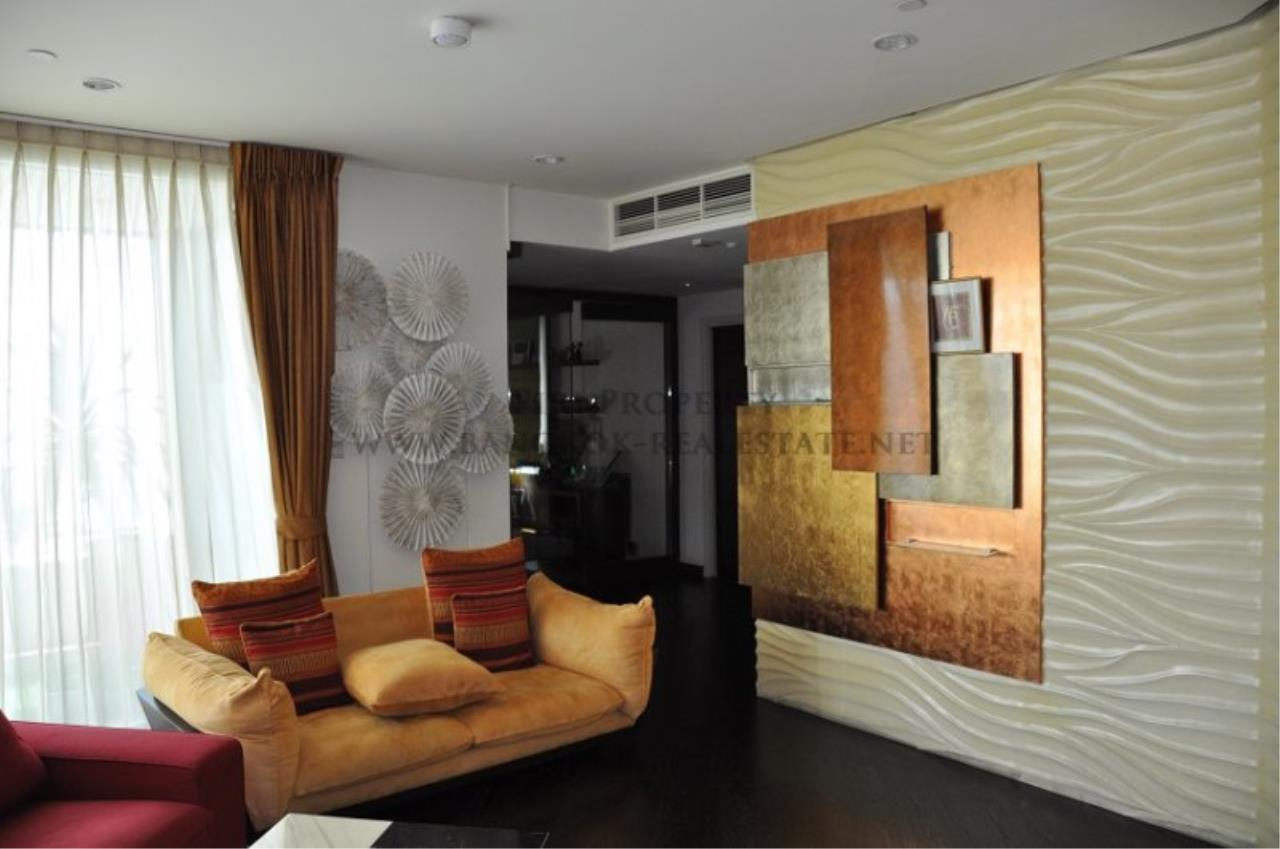 Piri Property Agency's Excellent 3 Bedroom Condo with river views - Watermark Chaophraya for Sale 4
