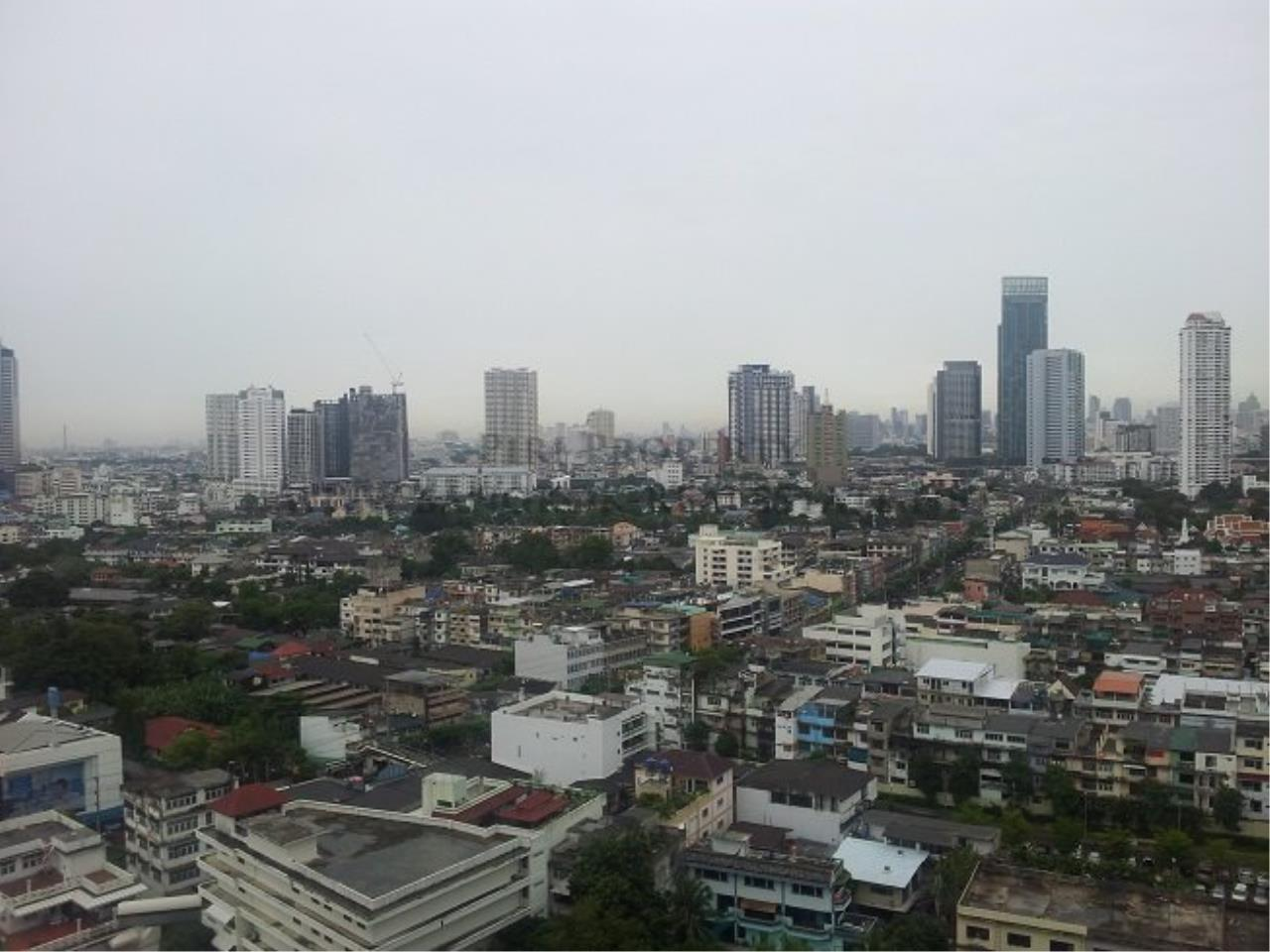 Piri Property Agency's Excellent 3 Bedroom Condo with river views - Watermark Chaophraya for Sale 11