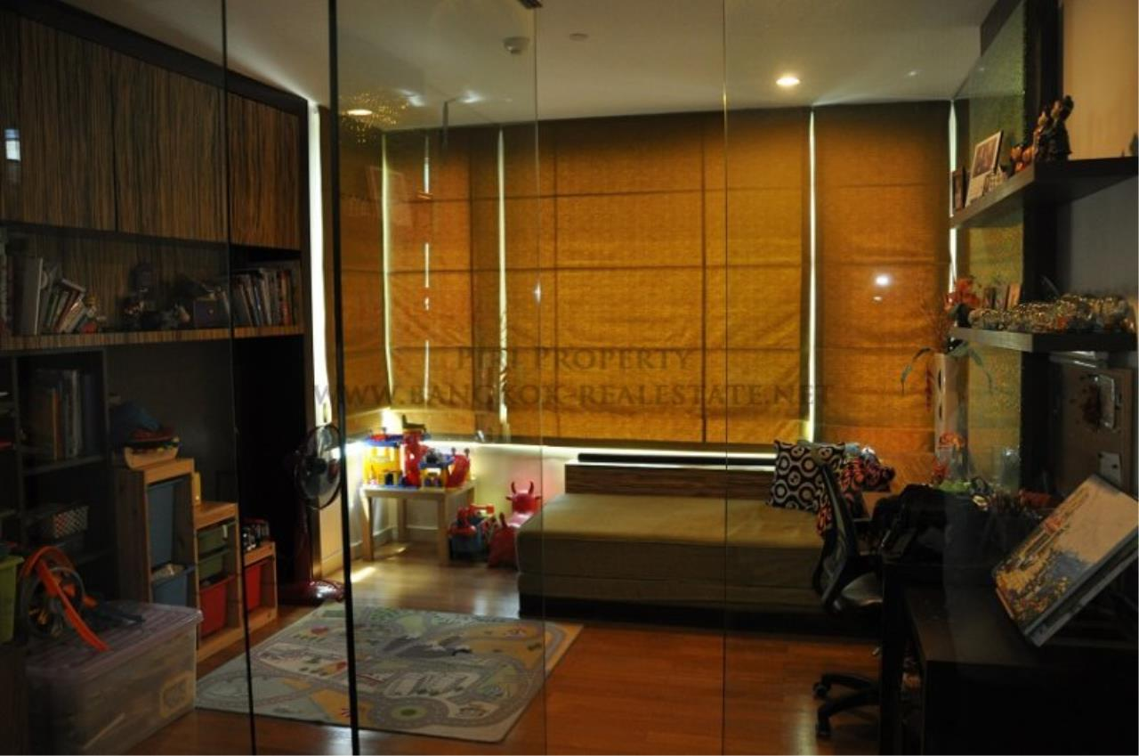 Piri Property Agency's Excellent 3 Bedroom Condo with river views - Watermark Chaophraya for Sale 5
