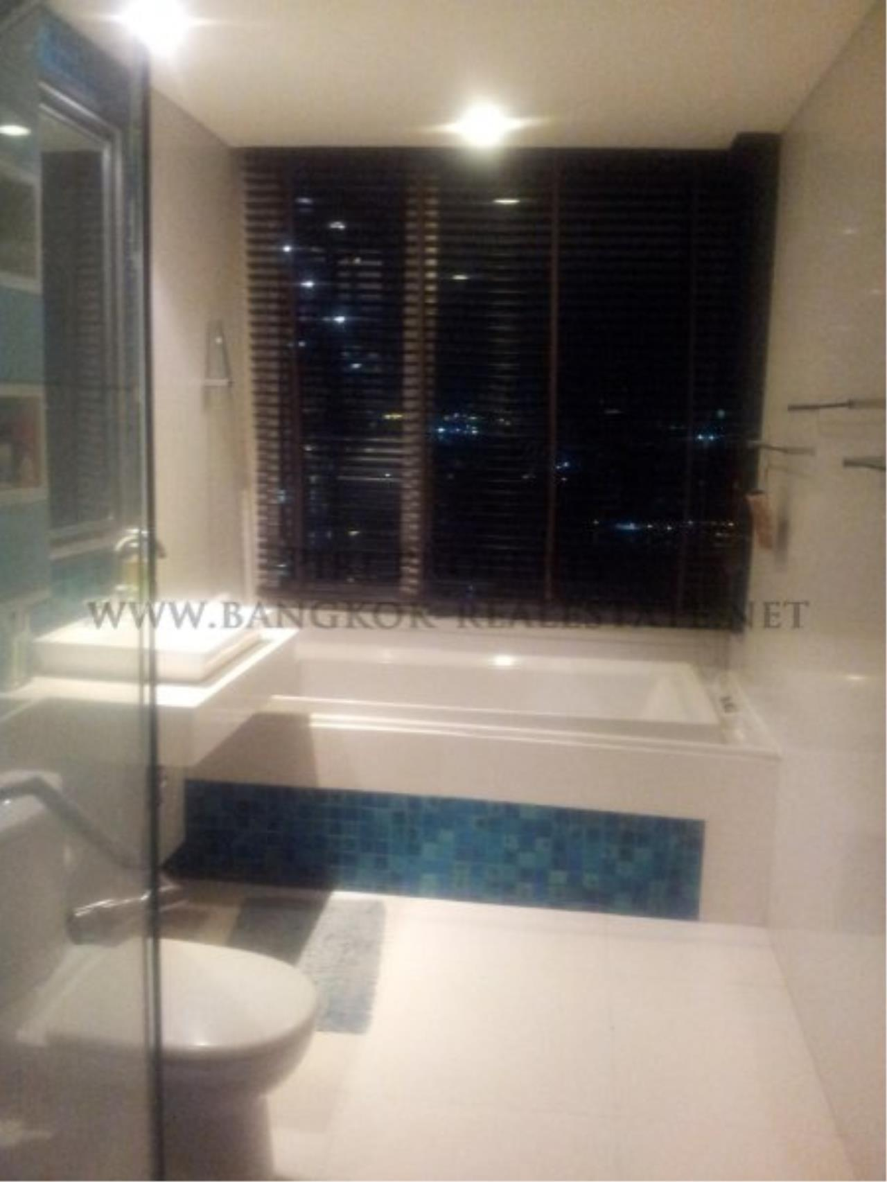 Piri Property Agency's Excellent 3 Bedroom Condo with river views - Watermark Chaophraya for Sale 8