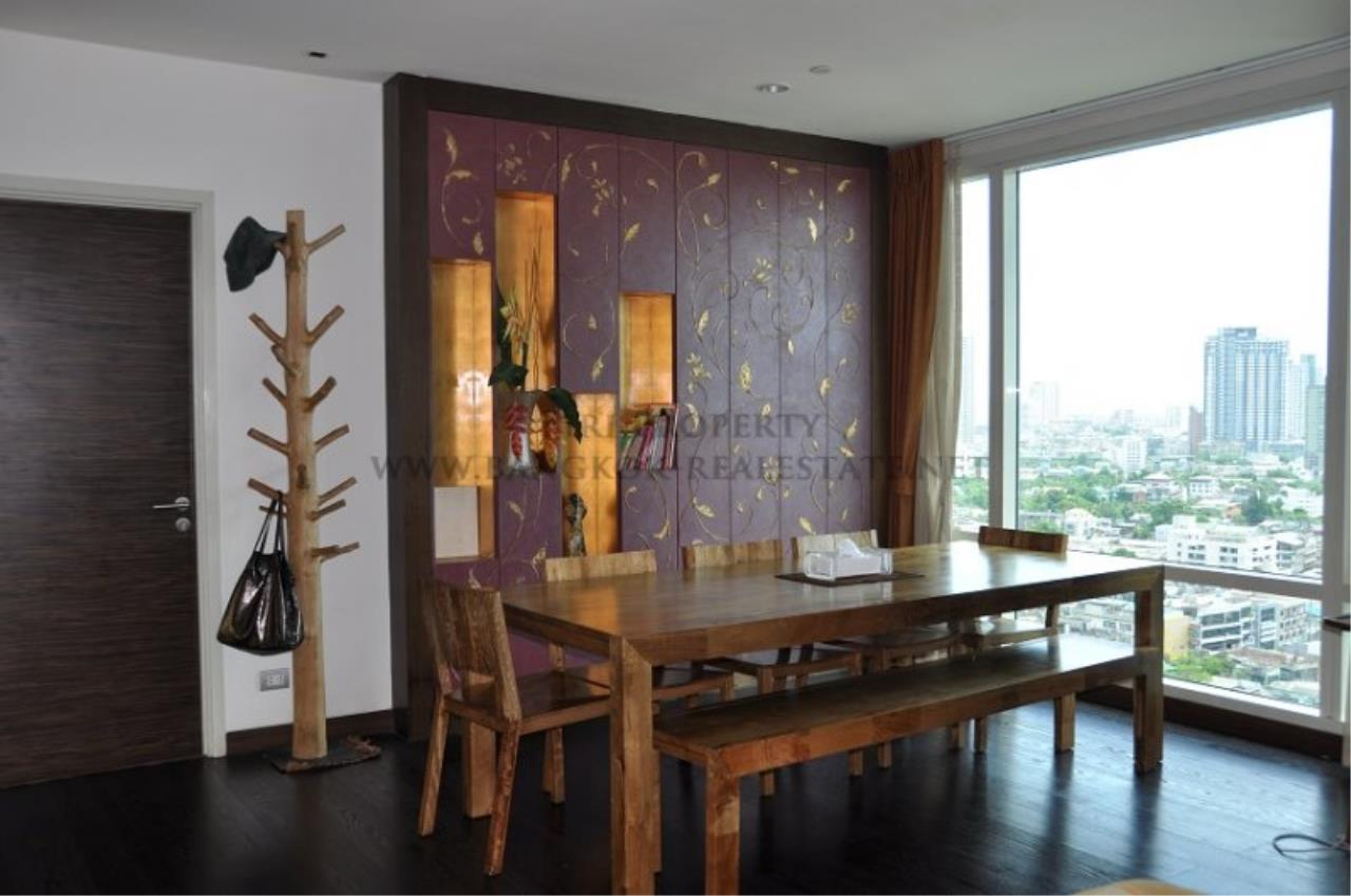Piri Property Agency's Excellent 3 Bedroom Condo with river views - Watermark Chaophraya for Sale 1