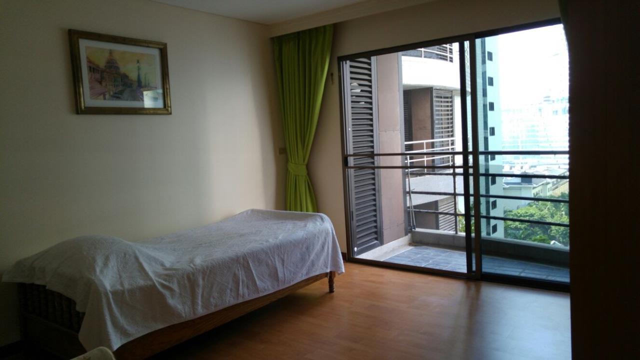 Piri Property Agency's Spacious 2 Bedroom Unit next to Rajdamri BTS - Baan Somthavil 12