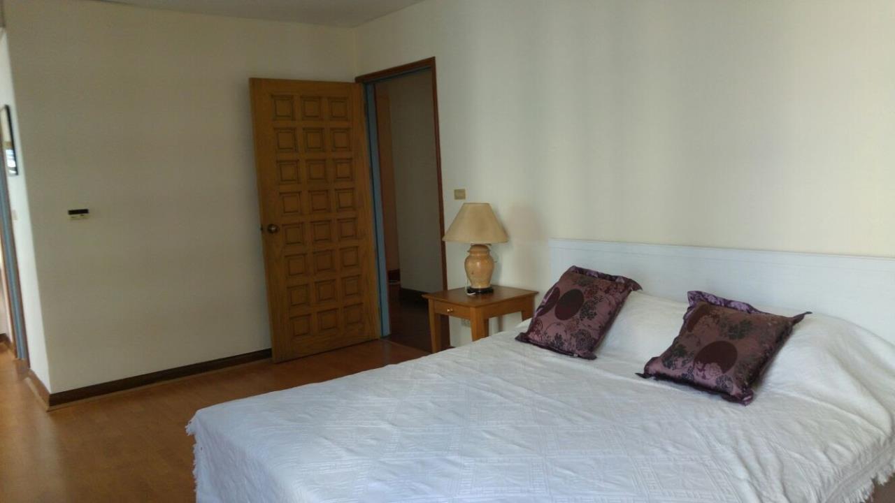 Piri Property Agency's Spacious 2 Bedroom Unit next to Rajdamri BTS - Baan Somthavil 7