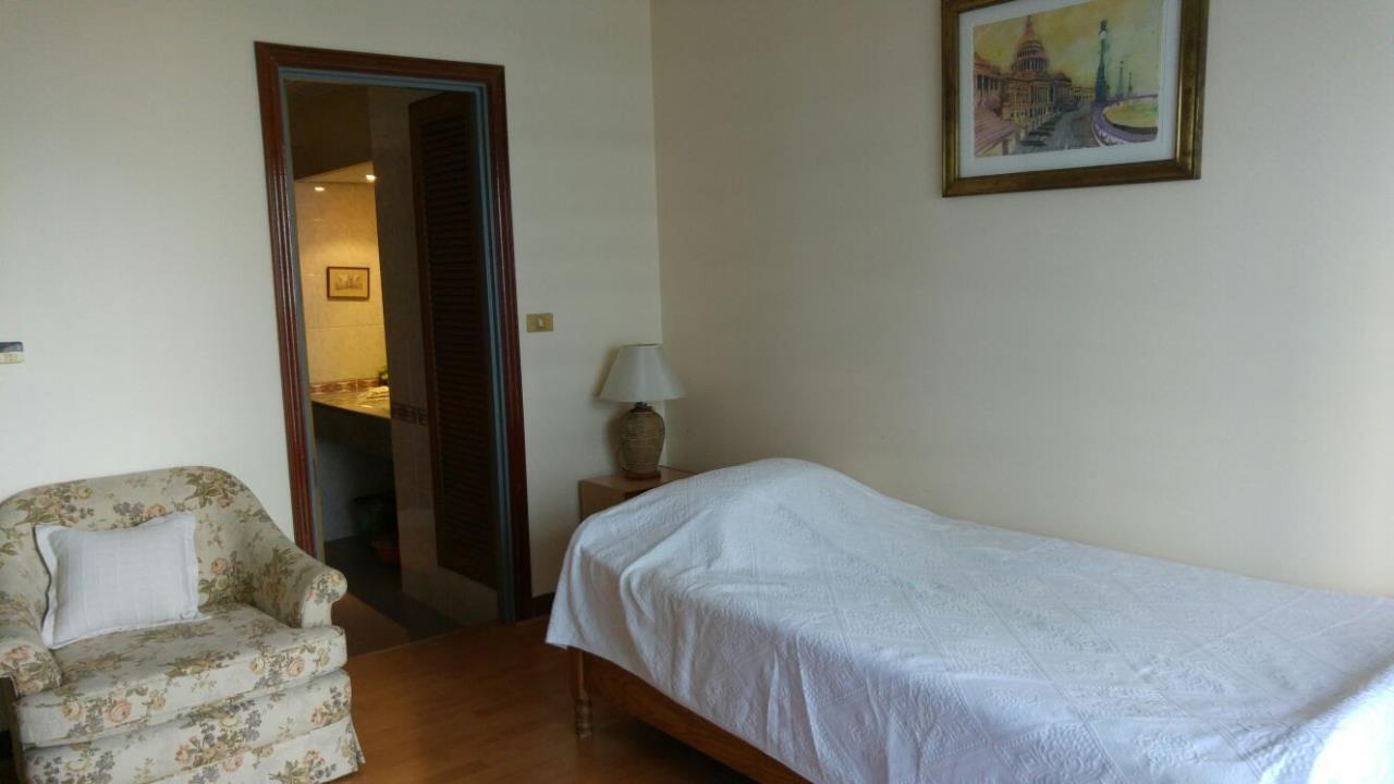 Piri Property Agency's Spacious 2 Bedroom Unit next to Rajdamri BTS - Baan Somthavil 11