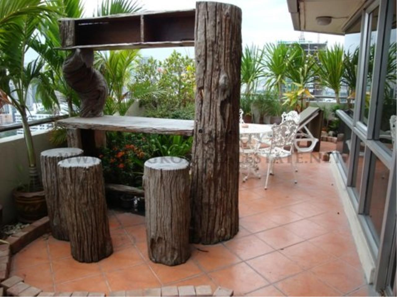 Piri Property Agency's 2 Bedroom Condo with great Outdoor Terrace of 40 SQM - Just a 5 minute walk to the BTS 7