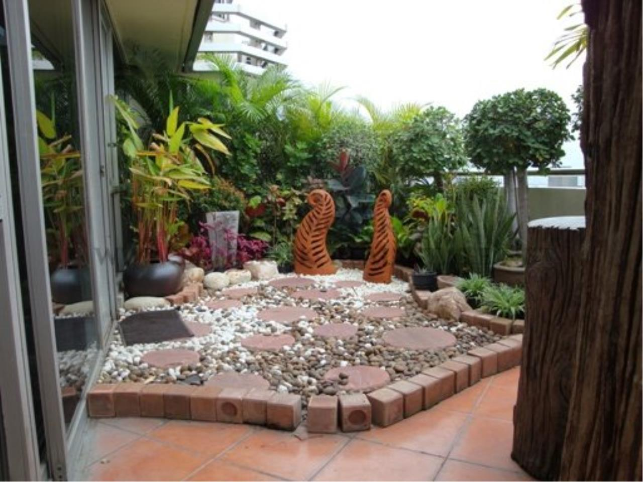 Piri Property Agency's 2 Bedroom Condo with great Outdoor Terrace of 40 SQM - Just a 5 minute walk to the BTS 6