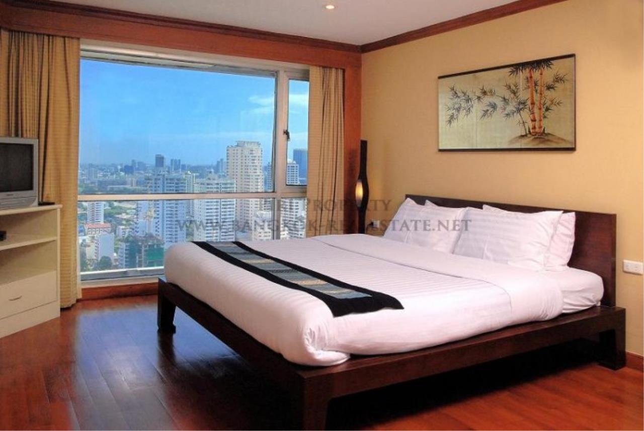 Piri Property Agency's 2 Bedroom Condo with great Outdoor Terrace of 40 SQM - Just a 5 minute walk to the BTS 3