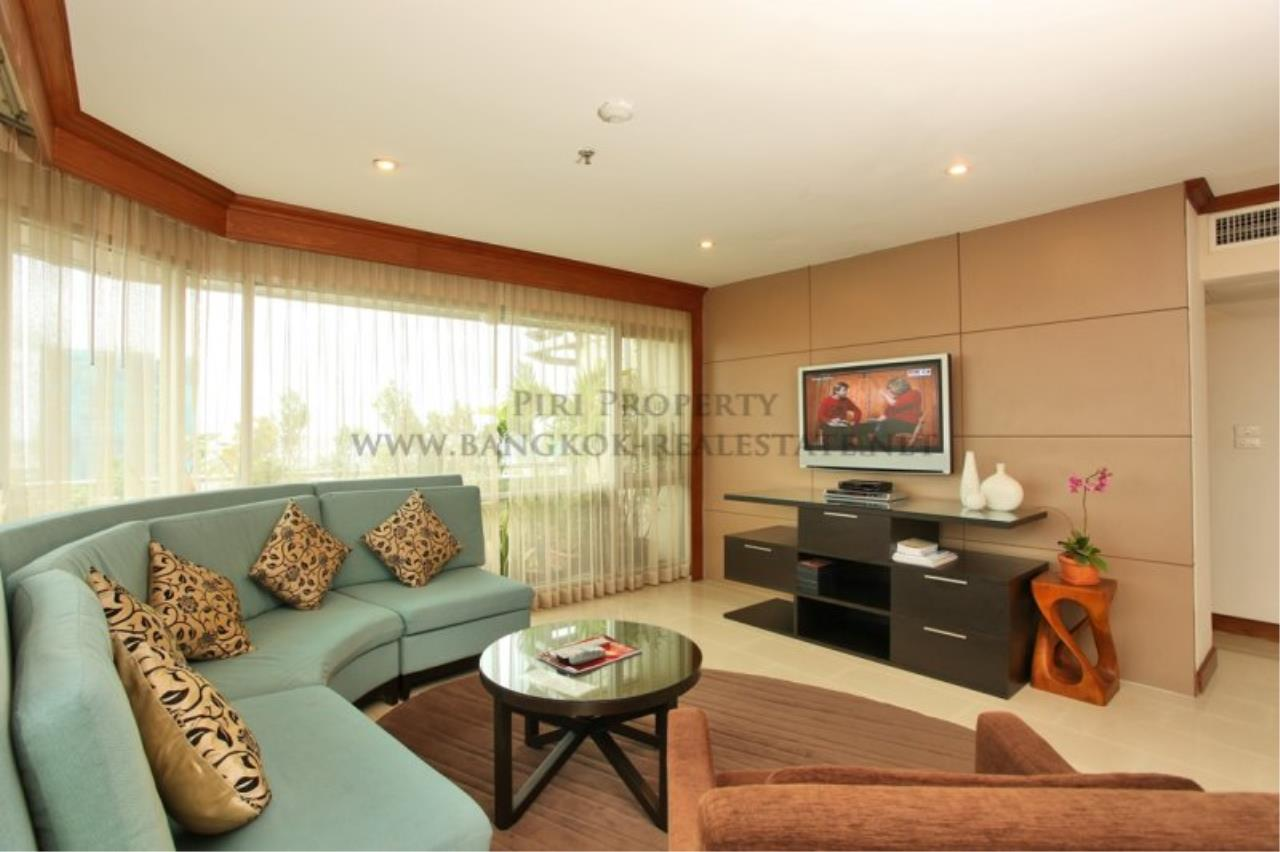 Piri Property Agency's 2 Bedroom Condo with great Outdoor Terrace of 40 SQM - Just a 5 minute walk to the BTS 2