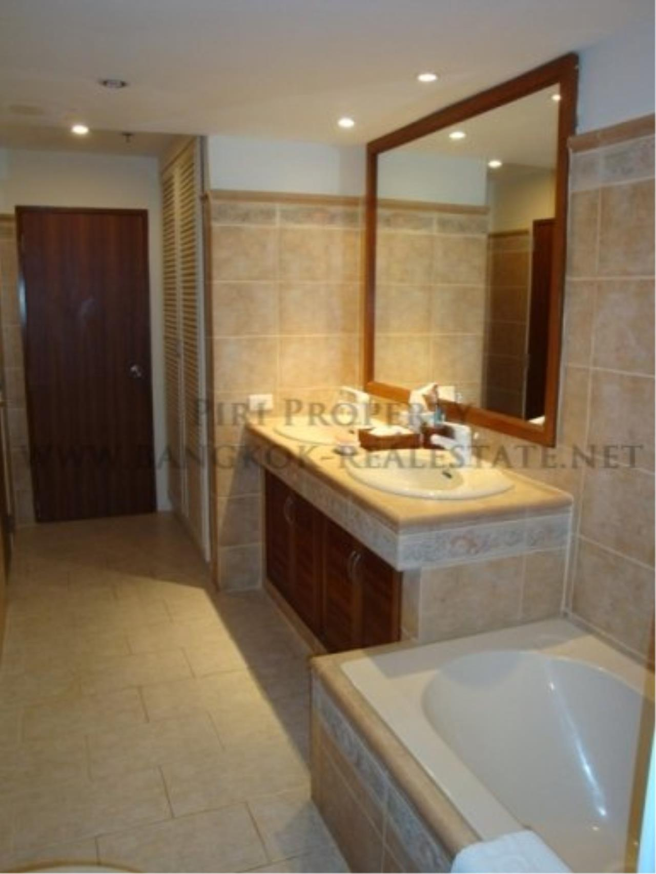 Piri Property Agency's 2 Bedroom Condo with great Outdoor Terrace of 40 SQM - Just a 5 minute walk to the BTS 9