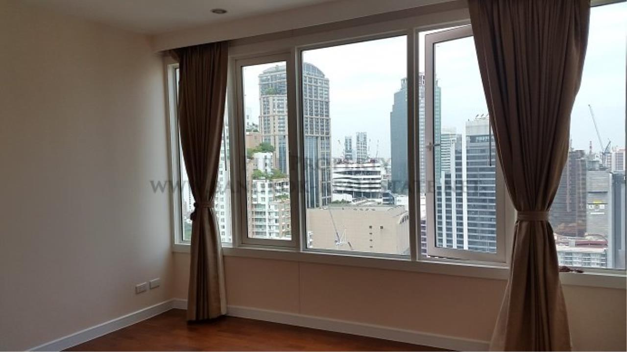 Piri Property Agency's Spacious Family Condominium in Sukhumvit 24 - Baan Siri 24 - 3 Bed 4