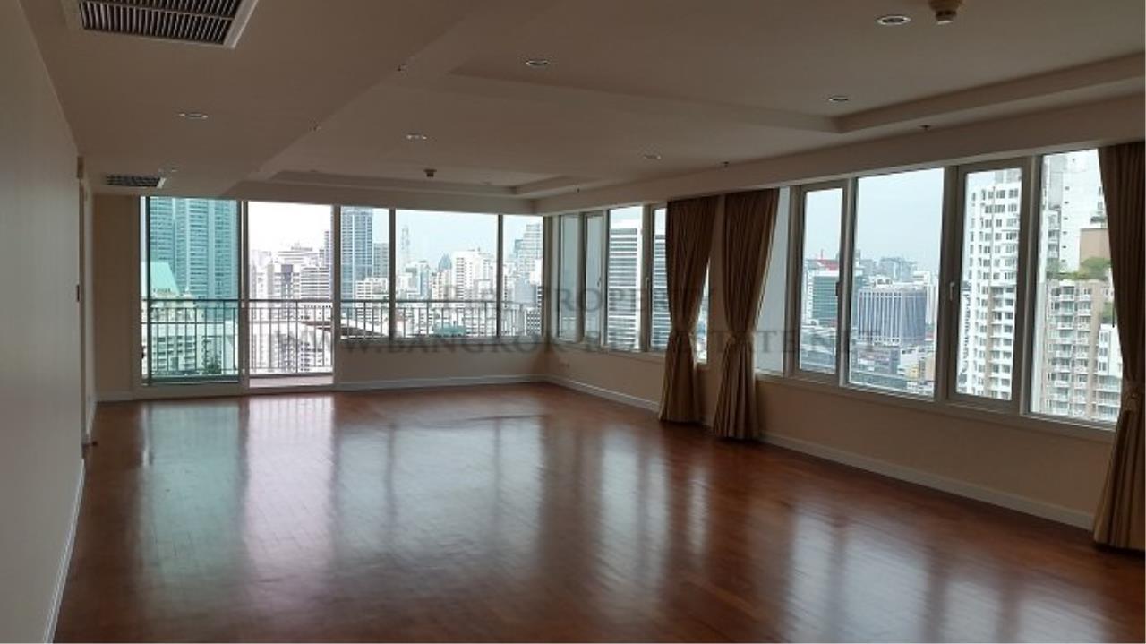 Piri Property Agency's Spacious Family Condominium in Sukhumvit 24 - Baan Siri 24 - 3 Bed 1