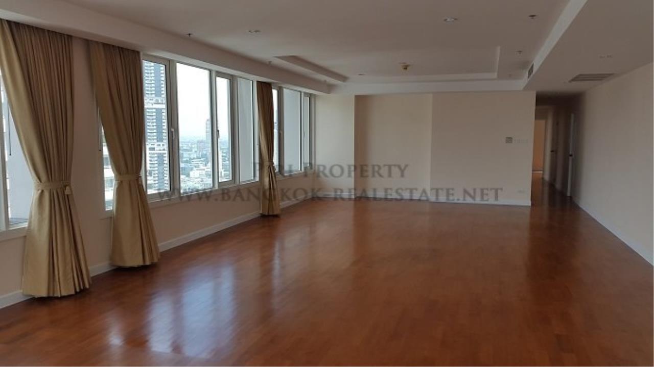 Piri Property Agency's Spacious Family Condominium in Sukhumvit 24 - Baan Siri 24 - 3 Bed 2