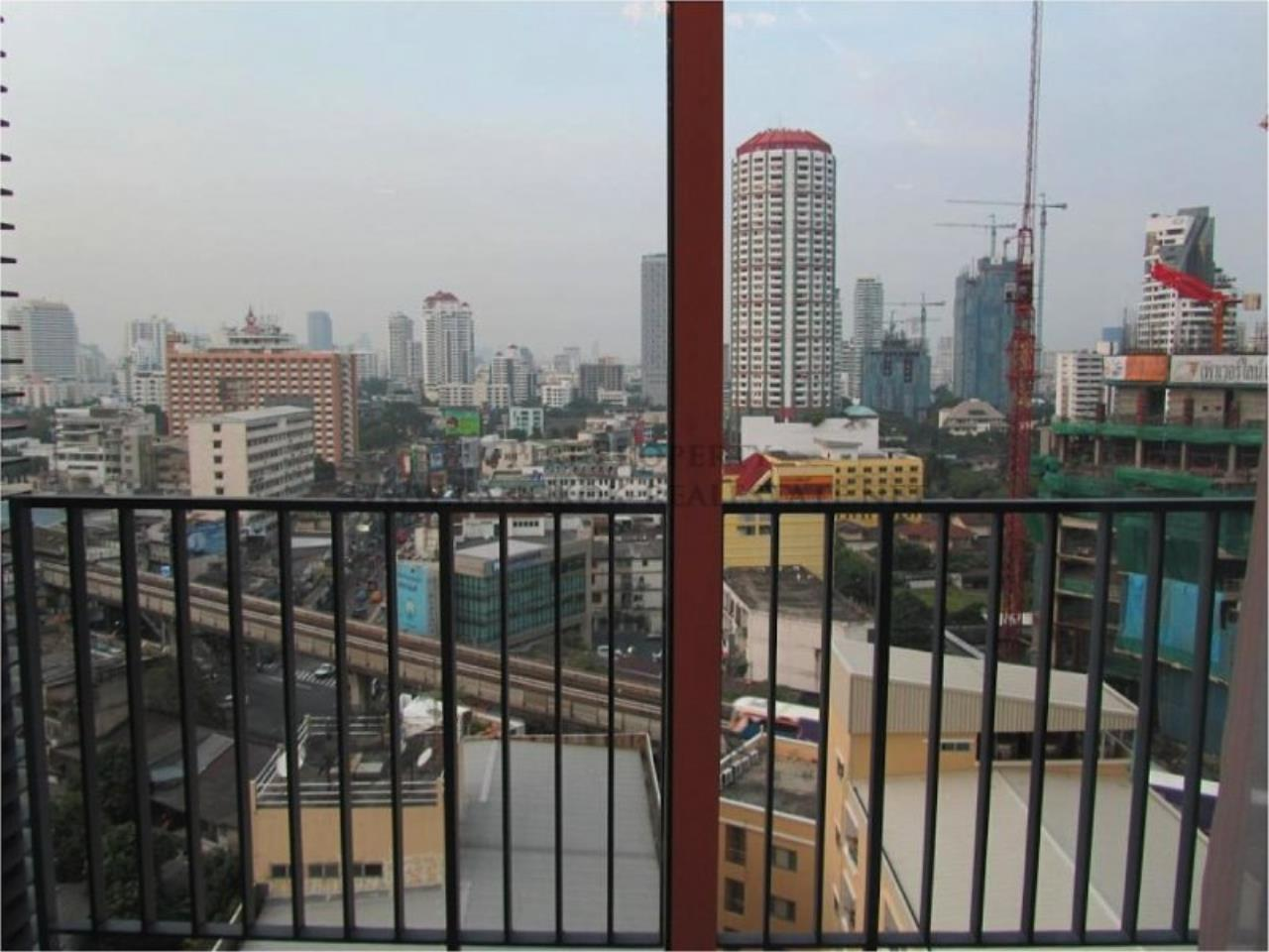 Piri Property Agency's 2 Bedroom Condo just a minute walk away from the Thonglor BTS - Siri at Sukhumvit 11