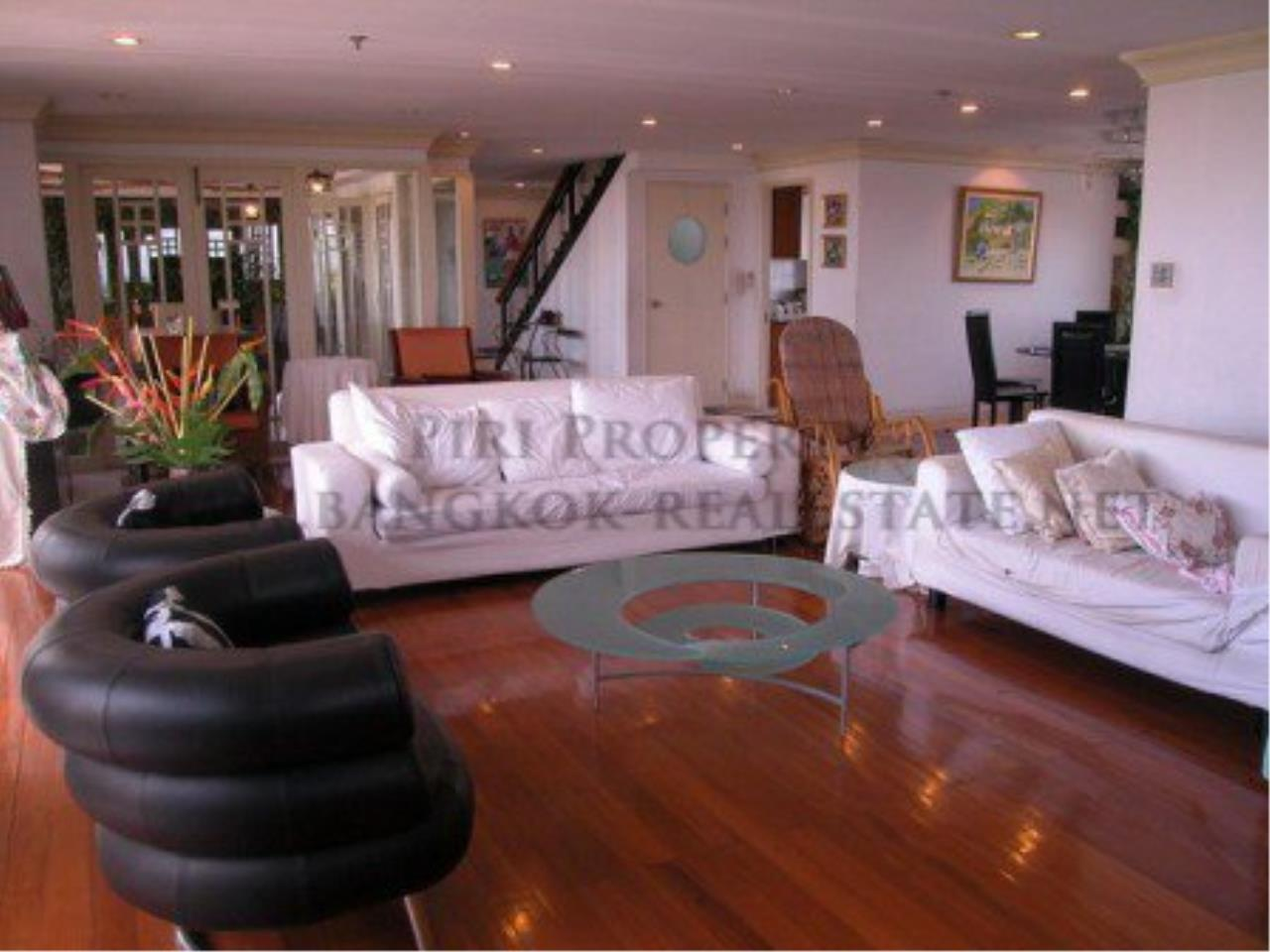 Piri Property Agency's Spacious Duplex Penthouse Condo in Sathorn with more than 400 SQM 1