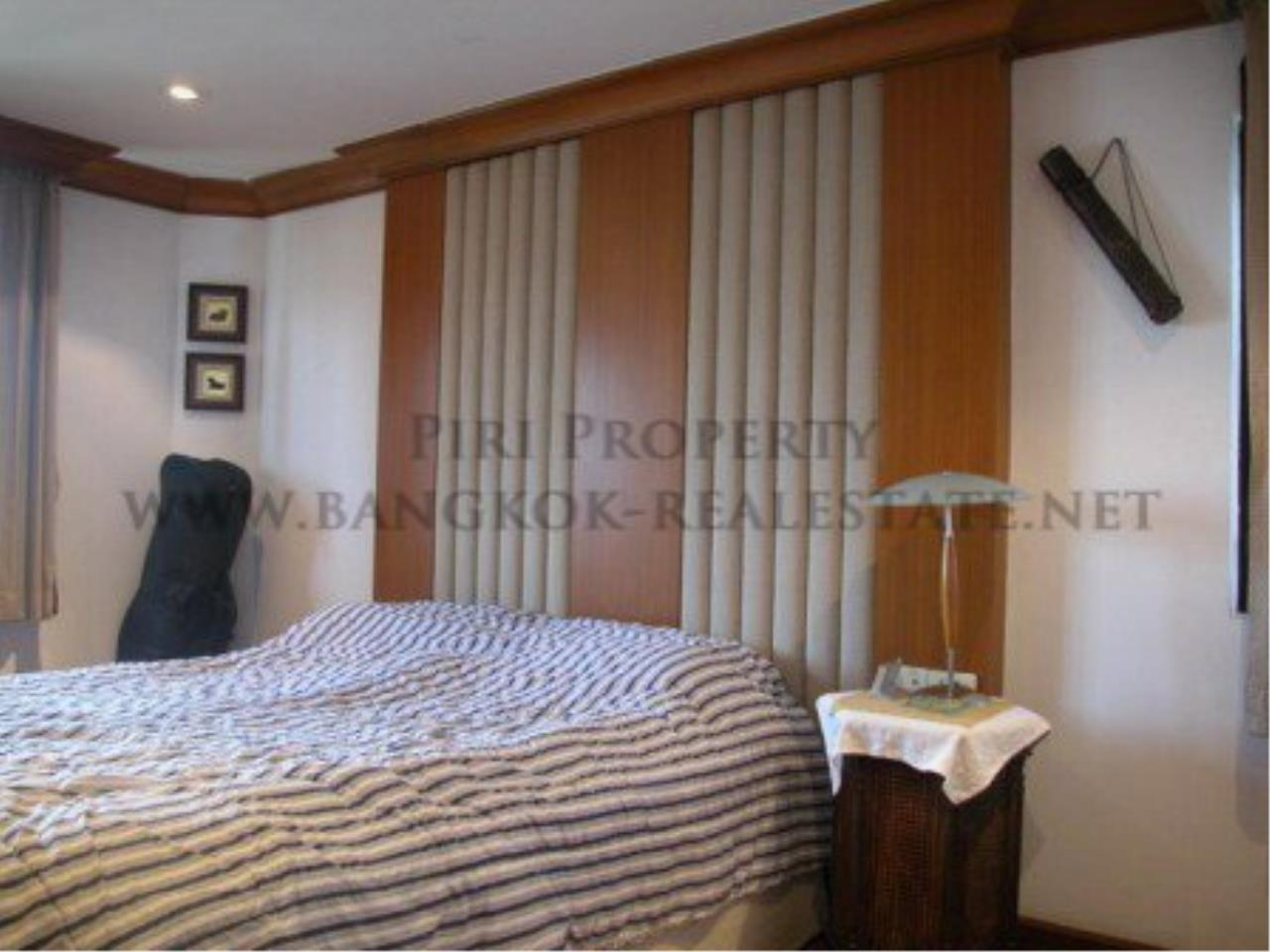 Piri Property Agency's Spacious Duplex Penthouse Condo in Sathorn with more than 400 SQM 3