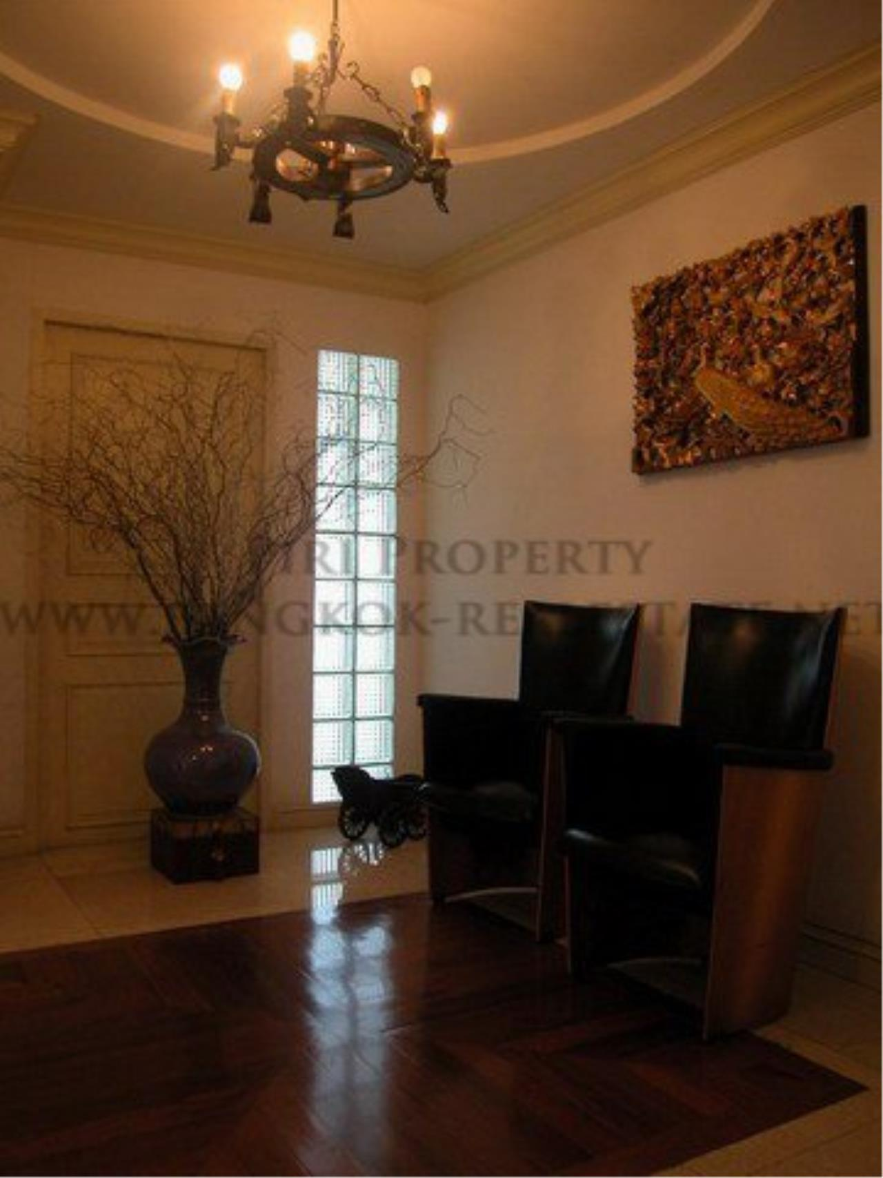 Piri Property Agency's Spacious Duplex Penthouse Condo in Sathorn with more than 400 SQM 5