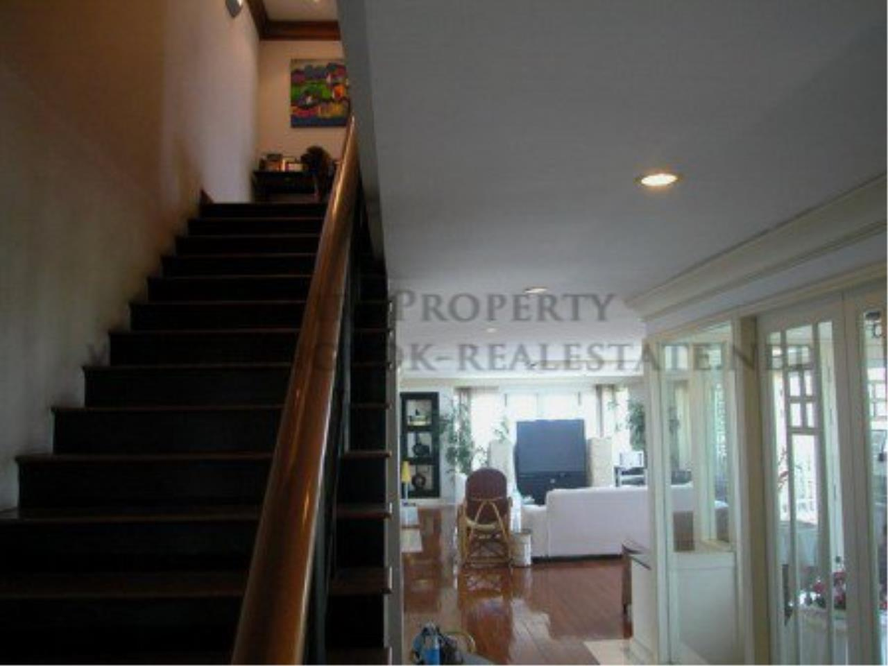 Piri Property Agency's Spacious Duplex Penthouse Condo in Sathorn with more than 400 SQM 6