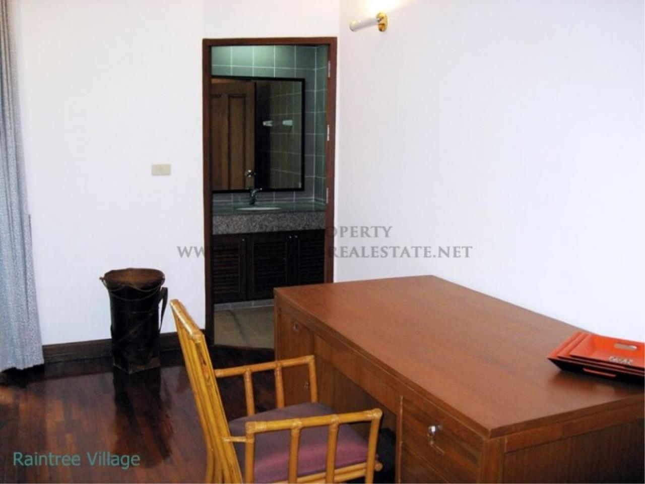 Piri Property Agency's Spacious Family Apartment in Phrom Phong for Rent - 3 Bed 11