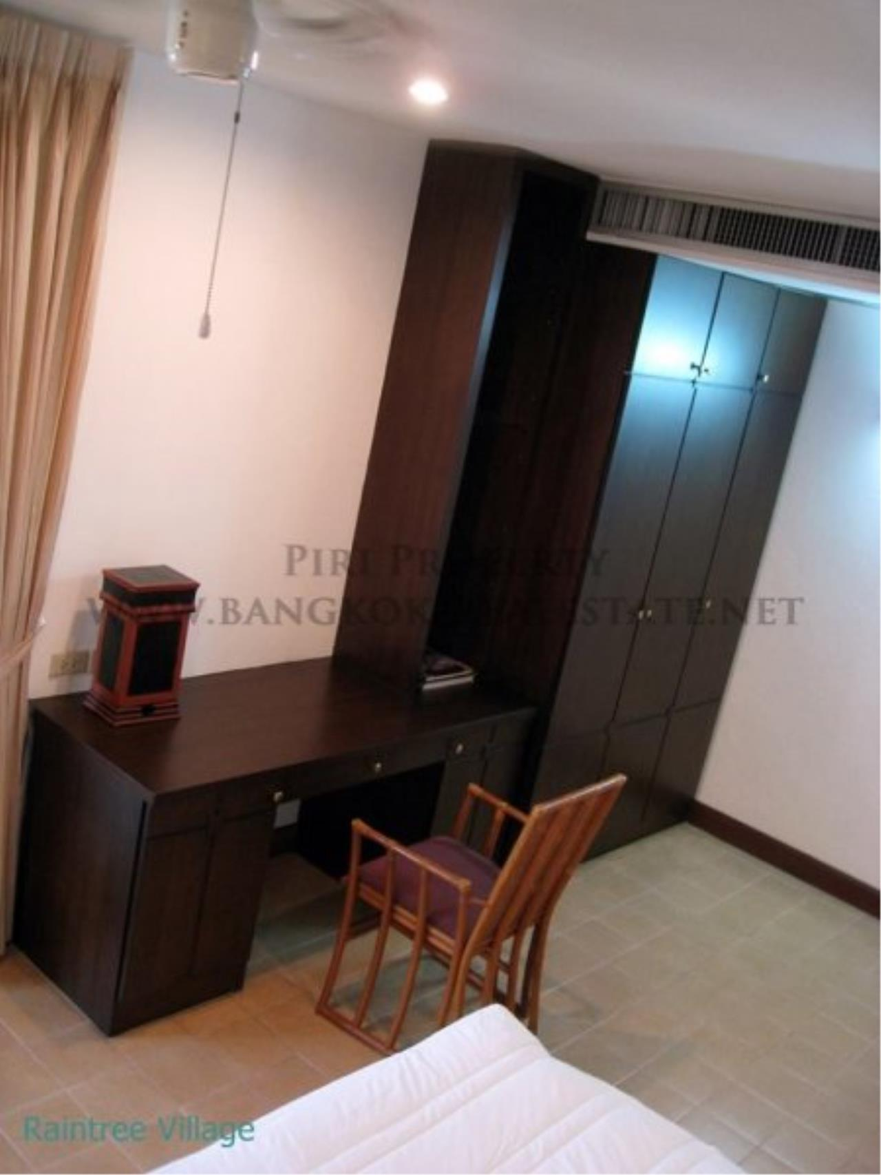 Piri Property Agency's Spacious Family Apartment in Phrom Phong for Rent - 3 Bed 13