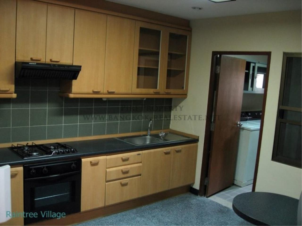 Piri Property Agency's Spacious Family Apartment in Phrom Phong for Rent - 3 Bed 14