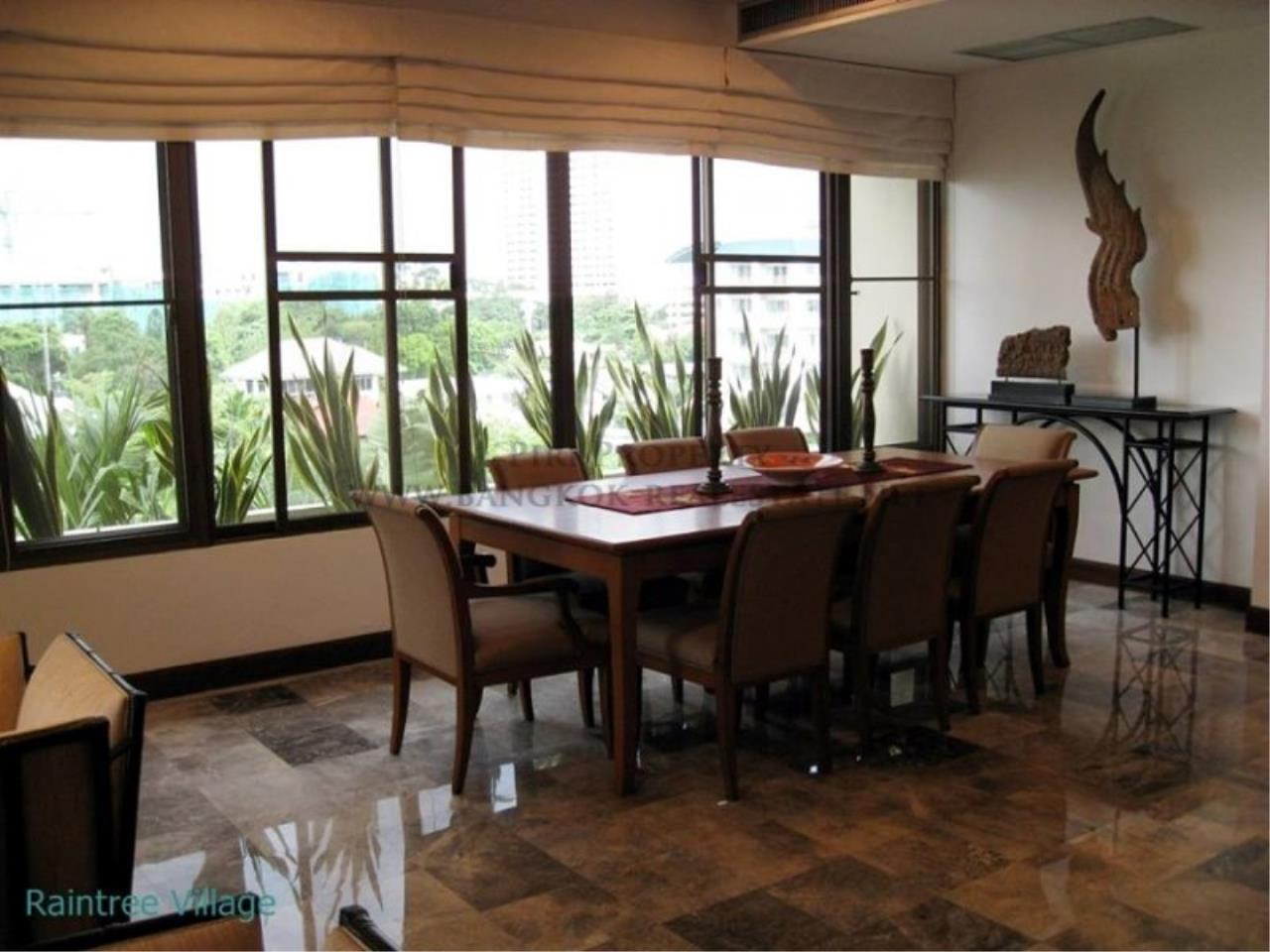 Piri Property Agency's Spacious Family Apartment in Phrom Phong for Rent - 3 Bed 1