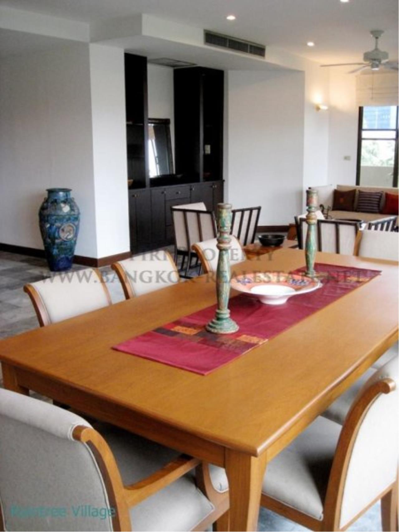 Piri Property Agency's Spacious Family Apartment in Phrom Phong for Rent - 3 Bed 2