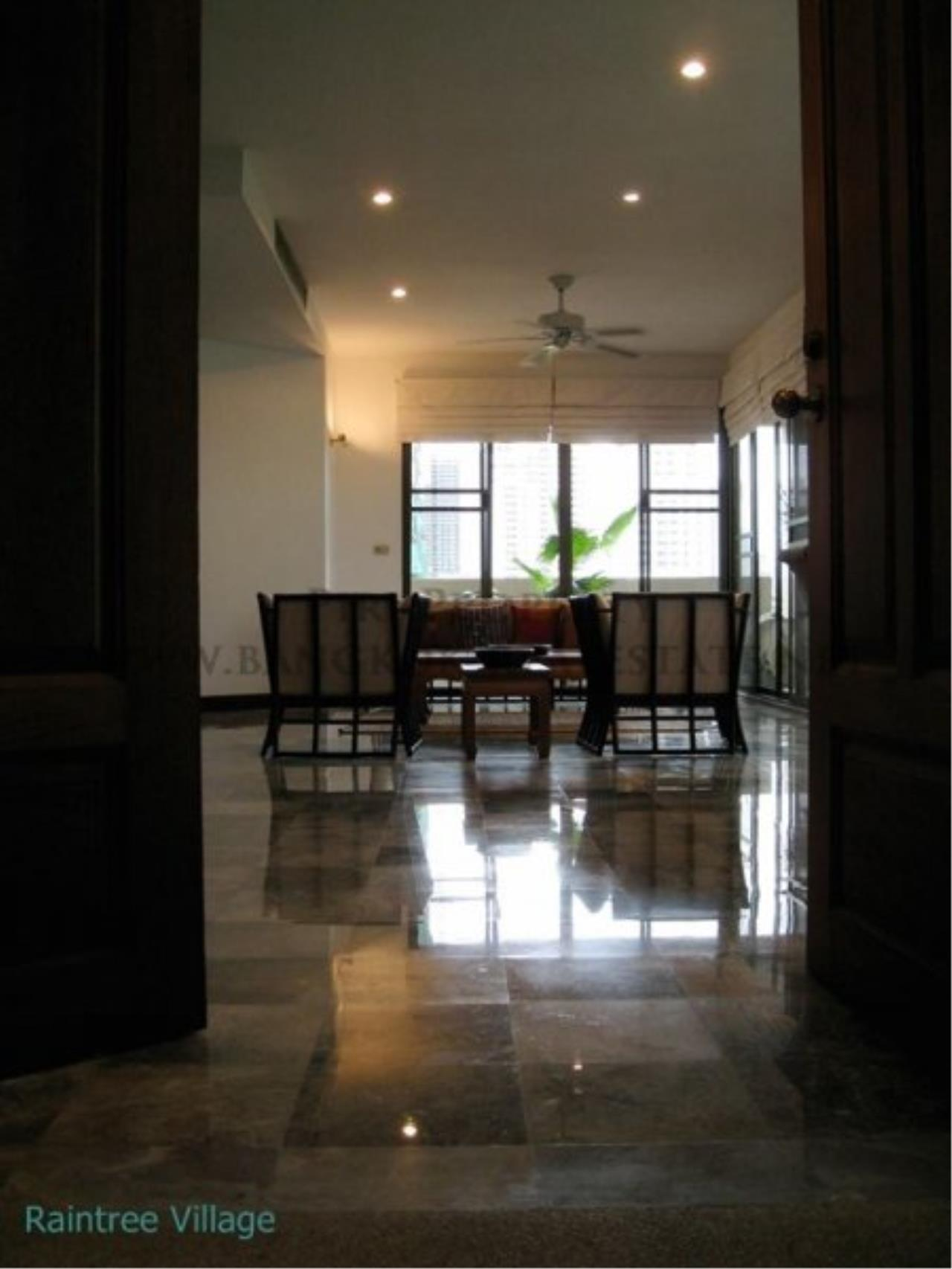 Piri Property Agency's Spacious Family Apartment in Phrom Phong for Rent - 3 Bed 18