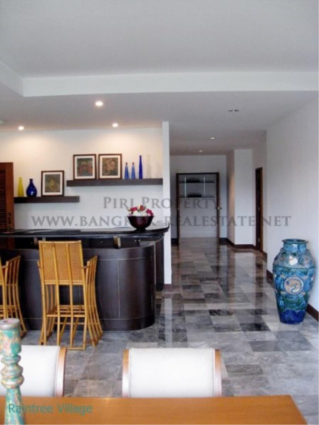 Piri Property Agency's Spacious Family Apartment in Phrom Phong for Rent - 3 Bed 3