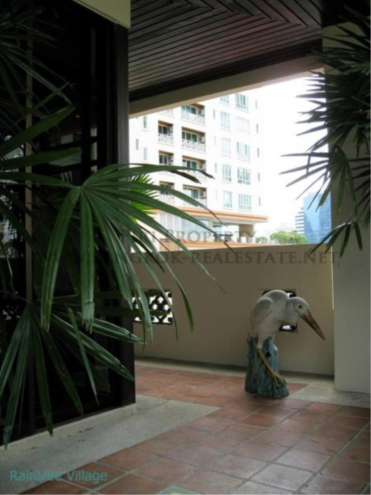 Piri Property Agency's Spacious Family Apartment in Phrom Phong for Rent - 3 Bed 5