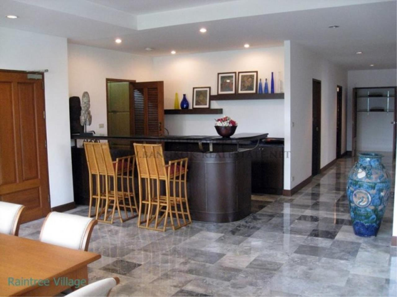 Piri Property Agency's Spacious Family Apartment in Phrom Phong for Rent - 3 Bed 4