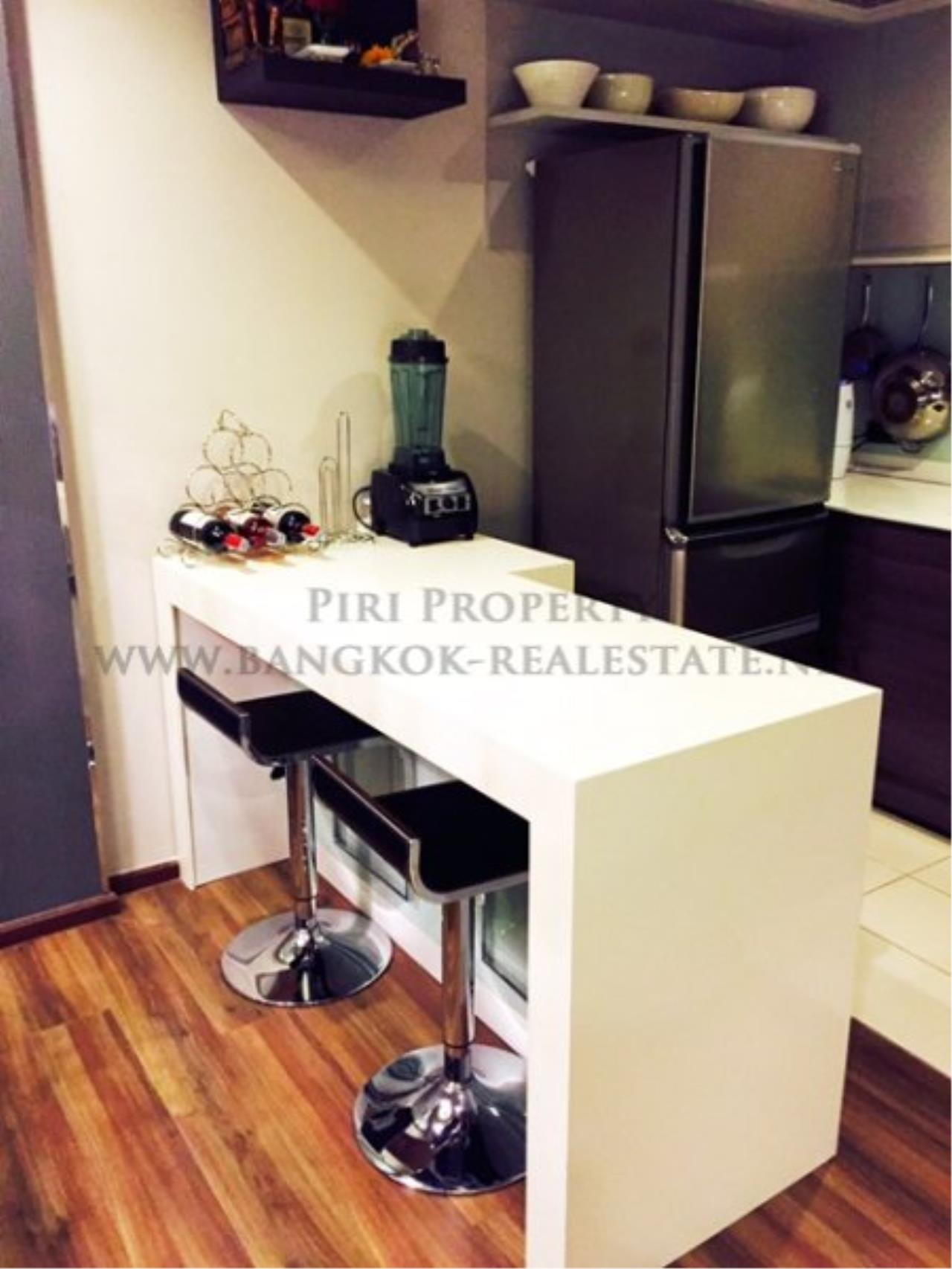 Piri Property Agency's Professionally designed 2bedroom condo in Ekkamai for Rent. 12