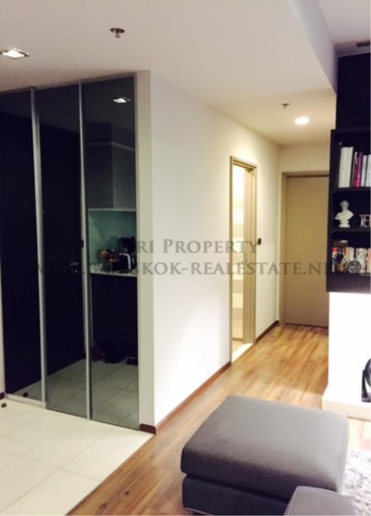 Piri Property Agency's Professionally designed 2bedroom condo in Ekkamai for Rent. 11