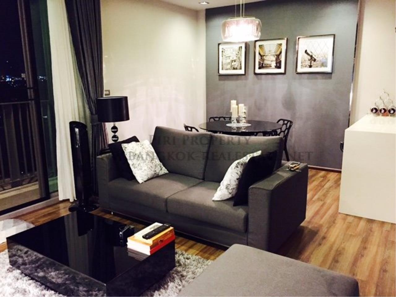 Piri Property Agency's Professionally designed 2bedroom condo in Ekkamai for Rent. 2