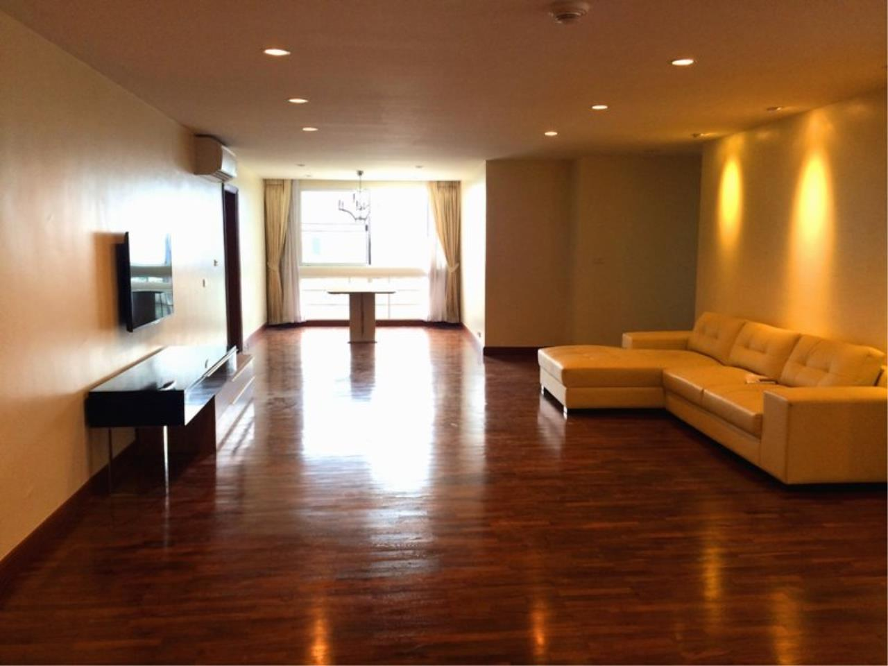 Piri Property Agency's Spacious 3 Bedrooms in the President Park Condominium for rent on high floor 1