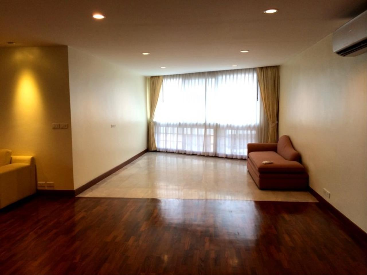 Piri Property Agency's Spacious 3 Bedrooms in the President Park Condominium for rent on high floor 2