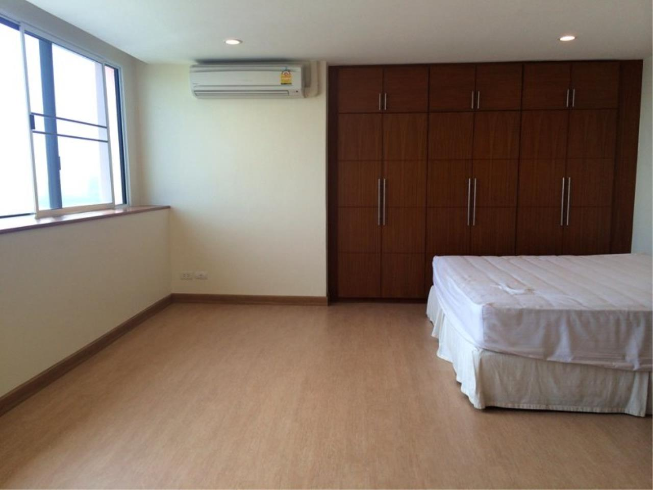 Piri Property Agency's Spacious 3 Bedrooms in the President Park Condominium for rent on high floor 4