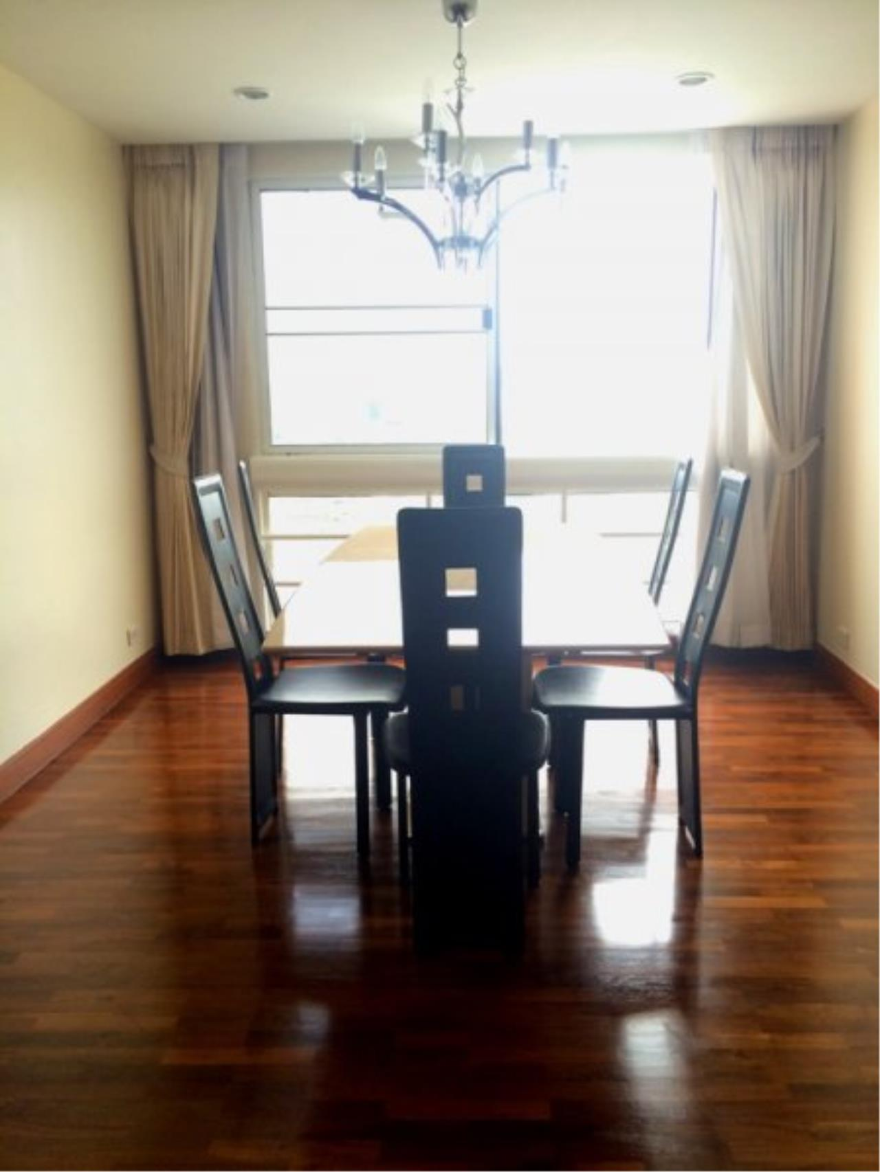 Piri Property Agency's Spacious 3 Bedrooms in the President Park Condominium for rent on high floor 3