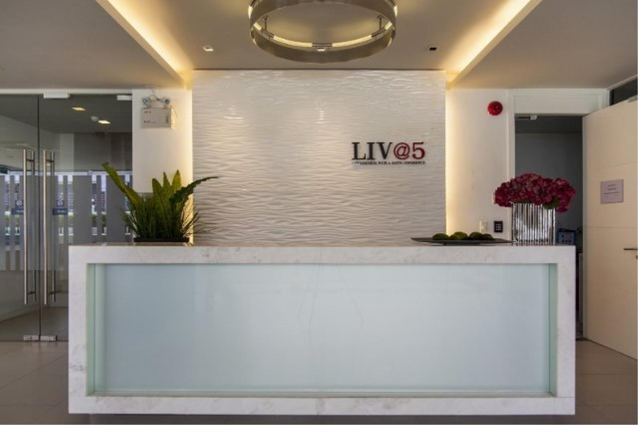 Piri Property Agency's Modern 2 Bedrooms in the Liv @ 5 building for sale on mid floor 2