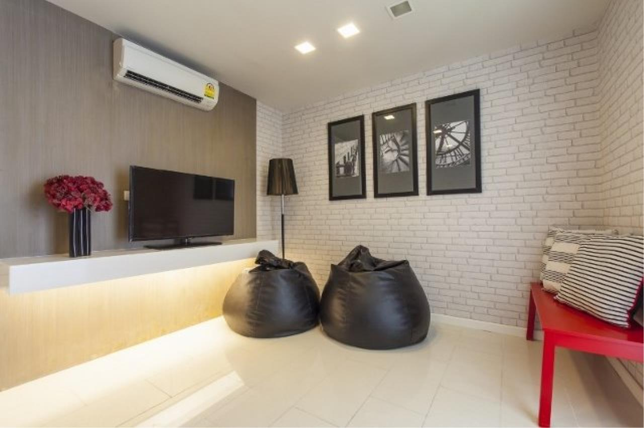 Piri Property Agency's Modern 2 Bedrooms in the Liv @ 5 building for sale on mid floor 10