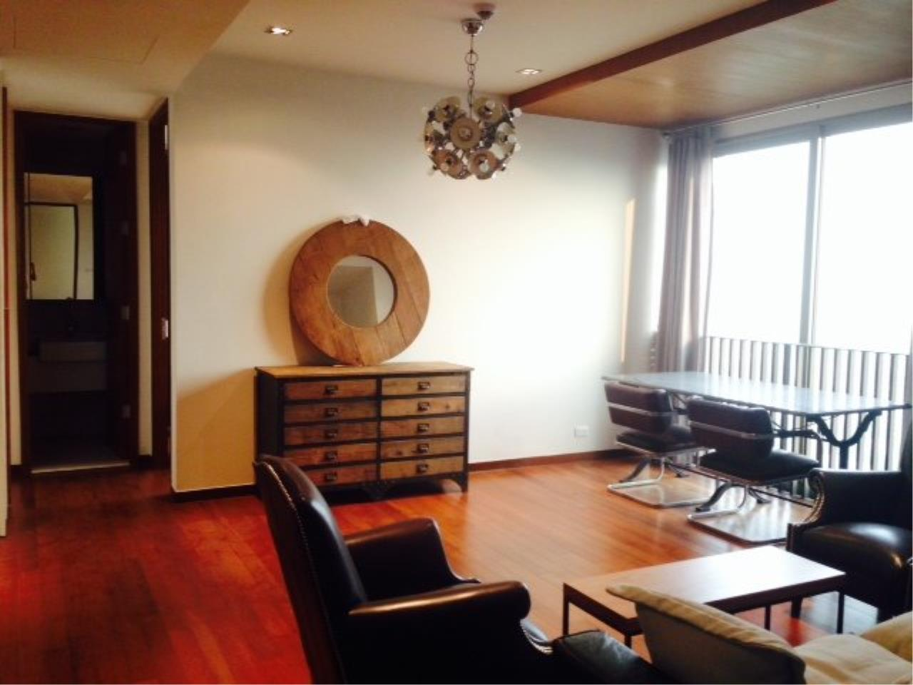 Piri Property Agency's Bright 2 Bedrooms Condo in the Ashton Building for rent on high floor 1
