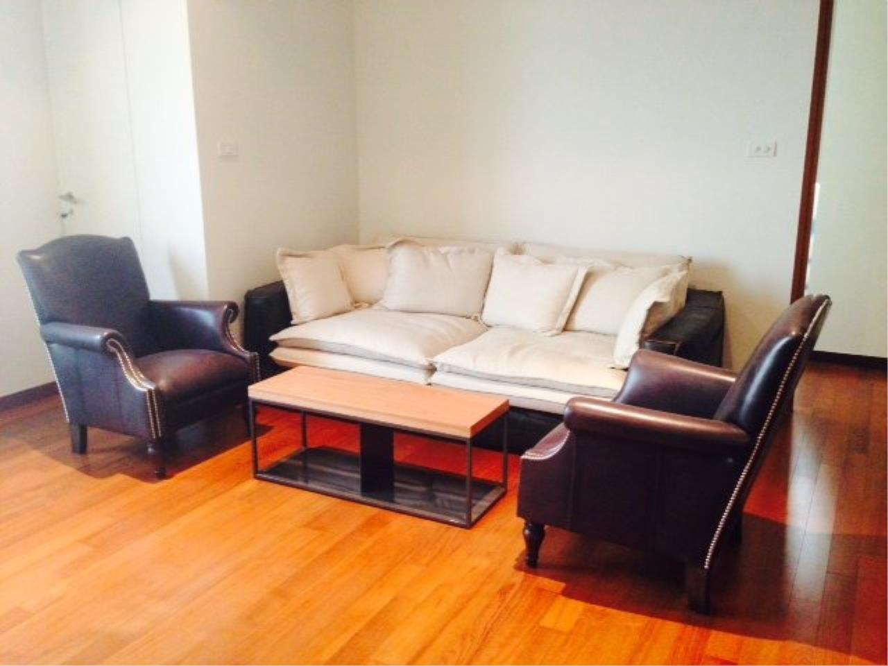 Piri Property Agency's Bright 2 Bedrooms Condo in the Ashton Building for rent on high floor 2